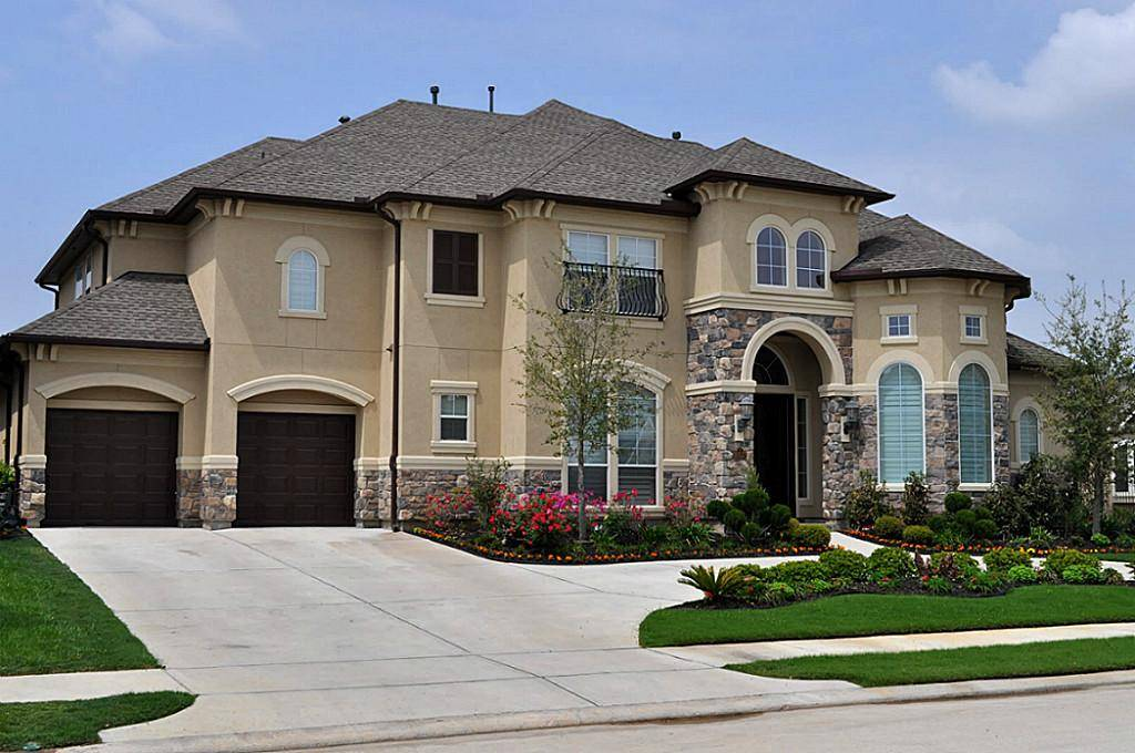 Stucco ranch style houses