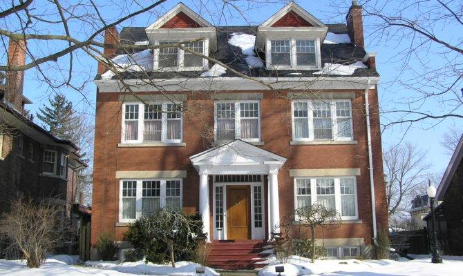 American Colonial House Revival