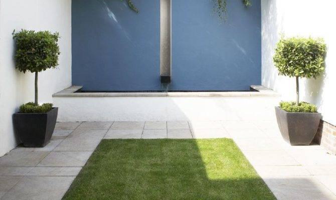 Architecturally Minimal Courtyard Pond Architecture