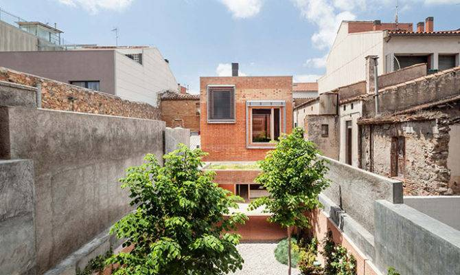Arquitectes Projects Urban Infill House