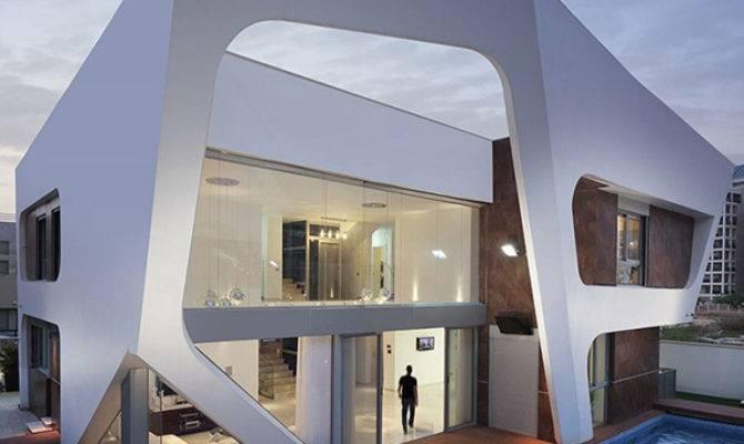 Avant Garde Contemporary Villa Showcasing Extraterrestrial