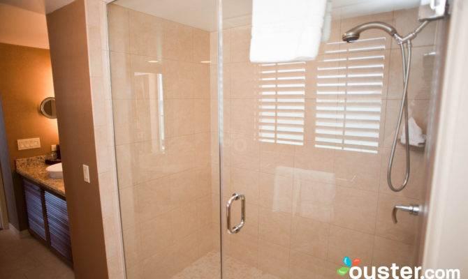 Bathroom One Bedroom Oceanfront Suite