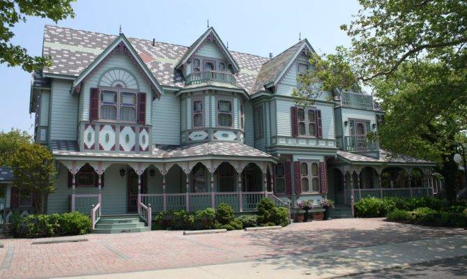 Beautiful Victorian Homes Flowers Front Yard
