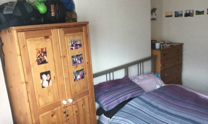 Bedroom House Looking Group Individuals Room