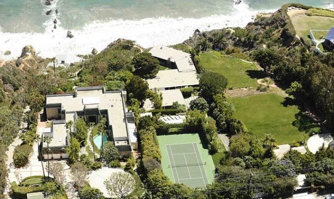 Brad Pitt Selling Malibu Beach House Extravaganzi