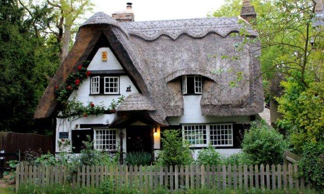 Cambridgeshire Thatched Roof Cottage