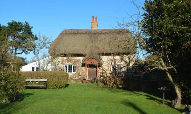 Charming Country Cottages Under Telegraph