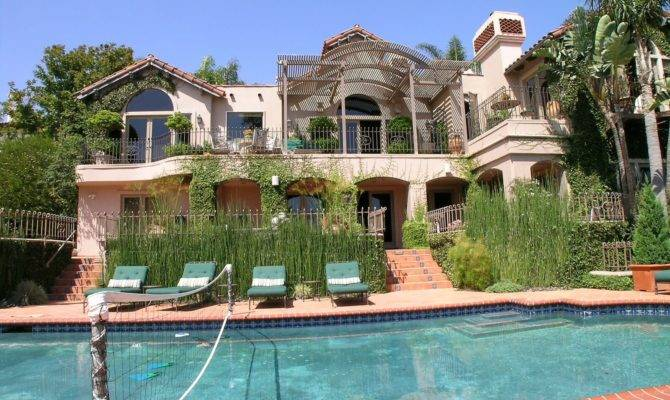 Check Out Britney New Hermosa Beach Mansion
