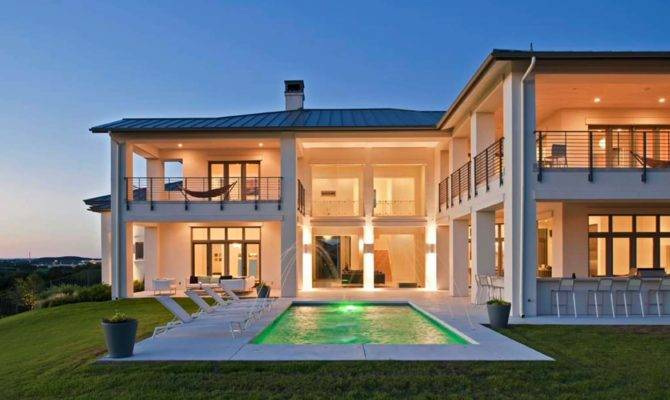 Coastal Contemporary Home Austin Showcases Fascinating