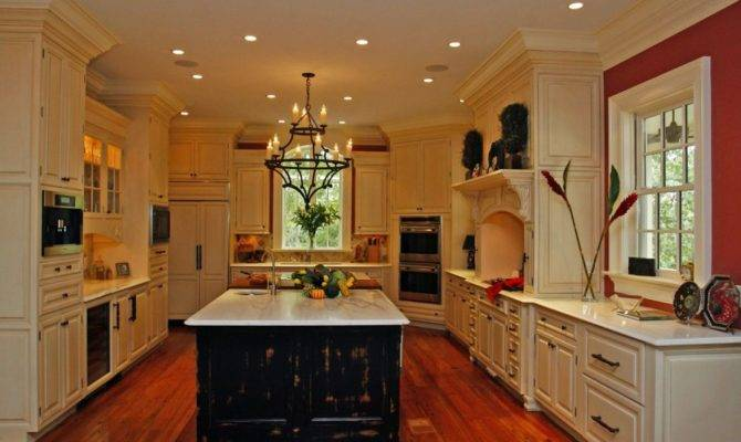 Colonial Style Kitchen Cabinets