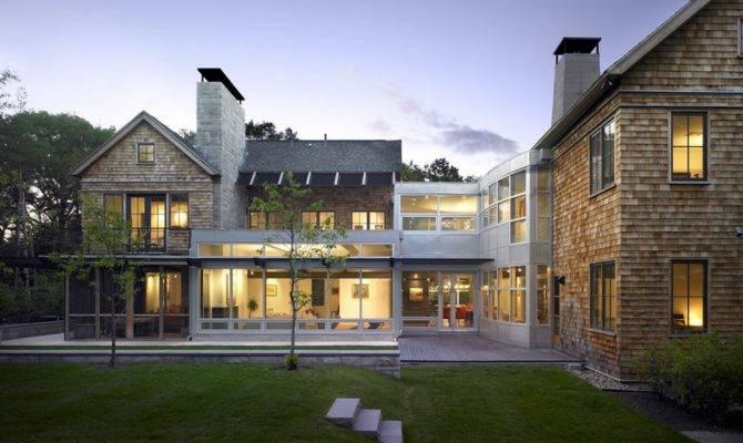 Contemporary Homes Mix Natural Materials Beautifully