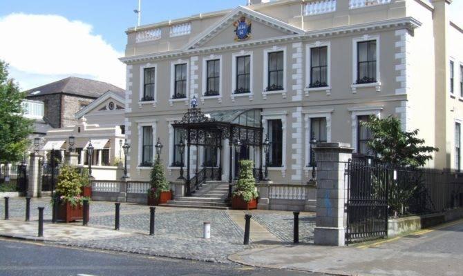Descendants Joshua Dawson Welcomed Back Mansion