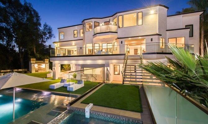 Design Massive Residence