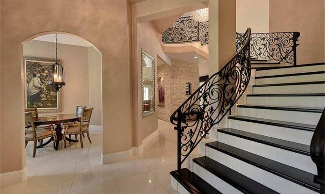 Double Staircase Foyer Circular
