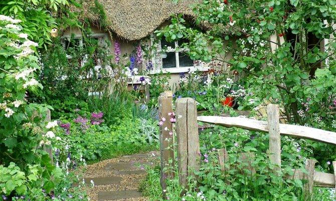 English Cottage Garden Thatched Roof Want Live Here