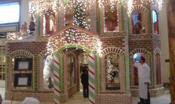 Fairmont San Francisco Unveils Largest Ever Gingerbread