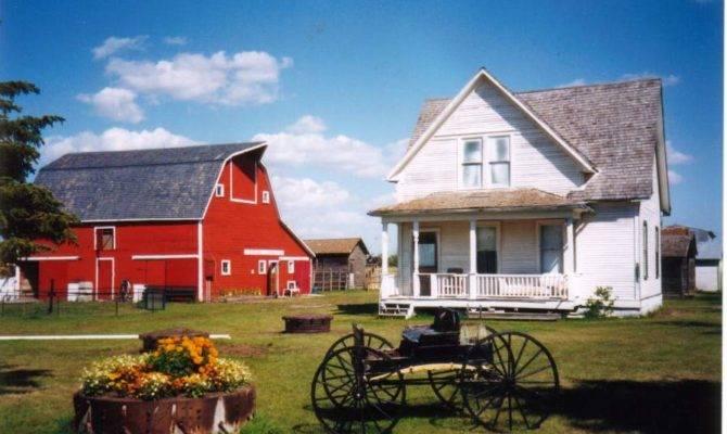 Farmhouse Plans Steps Into Century Chic