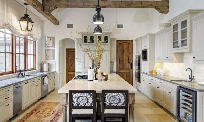 Farmhouse Style Kitchens