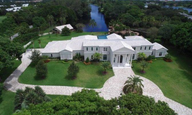 Florida Mansion Comes Two Really Big