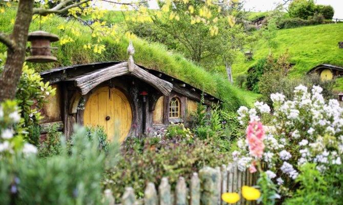 Flower Hut Village Cottage Garden