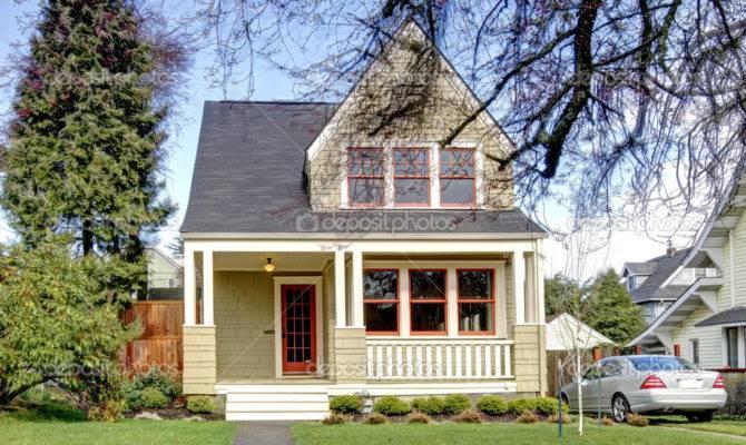 Green Small House Porch Car Iriana
