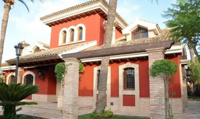 High Quality Spanish Style Villa Near Beach