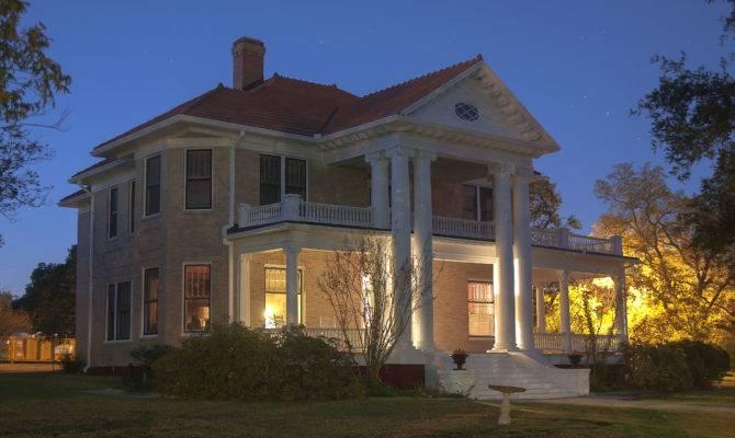 House Pillars
