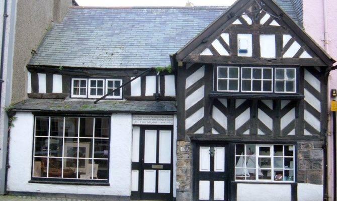 Investigating Tudor Houses Moorside
