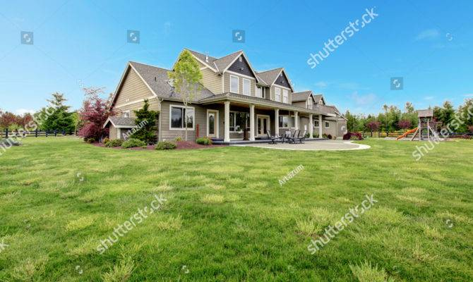 Large Farm Country House Spring Green Libre