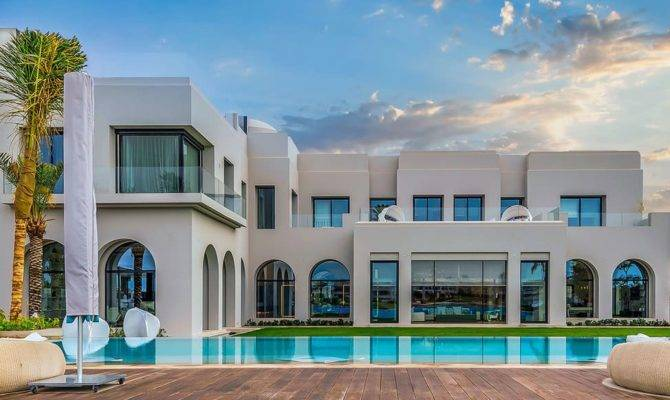Lavish Emirates Hills Villa Offers True Taste Dubai