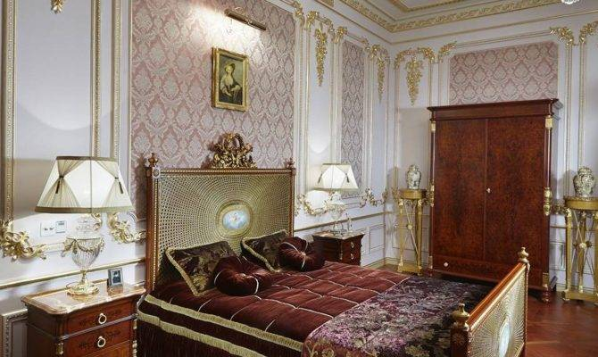 Luxurious Bedroom Neoclassic Style Gilded Stucco