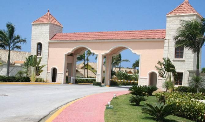 Majestic Colonial Punta Cana Beach Resort Main Entrance