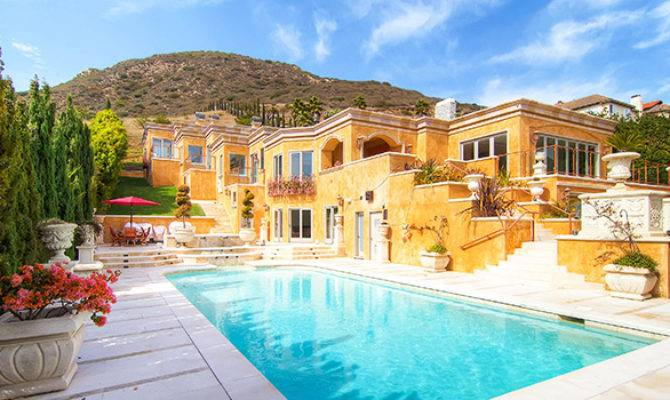 Mansions Can Afford Epic Friends Vacation