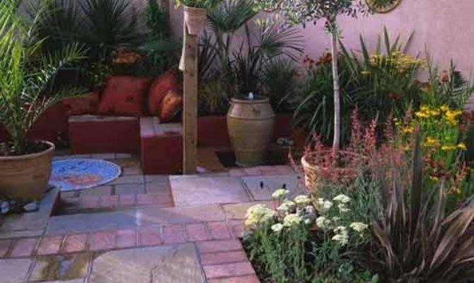 Mediterranean Style Courtyard Housetohome