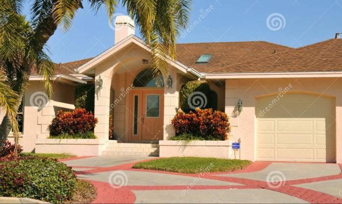 Modern Ranch Style Home Garage