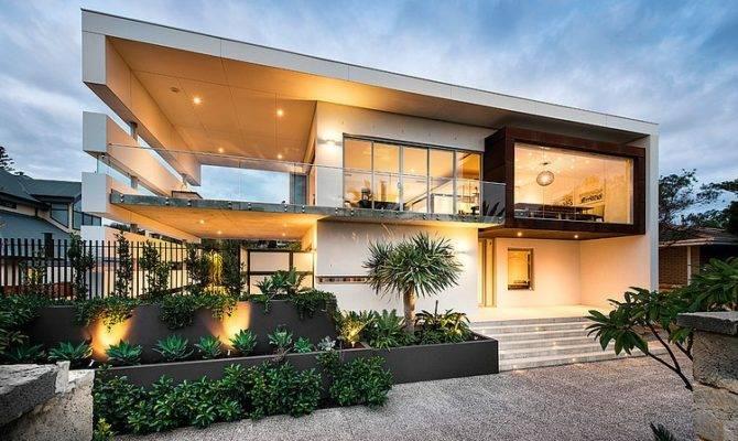 Modern Rectangular House Impresses Splendid