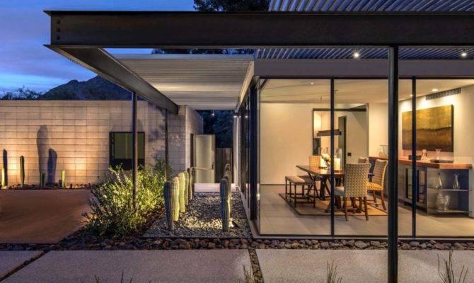 Modernist Sonoran Desert Home Flooded Natural Light