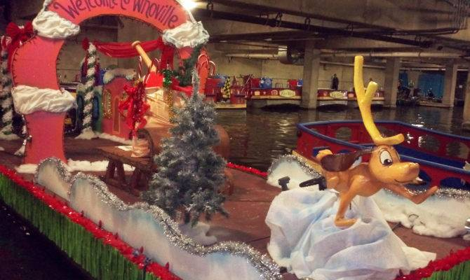 Paseo Del Rio Getting Ready Annual Christmas River