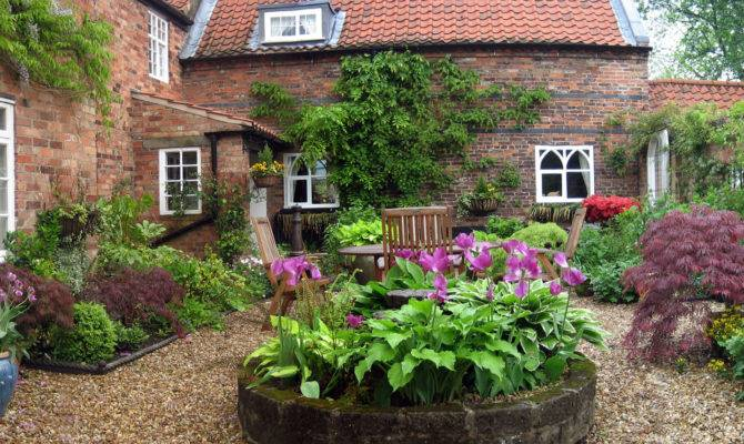Relaxing Spaces Classic Courtyard Thos Baker Blog