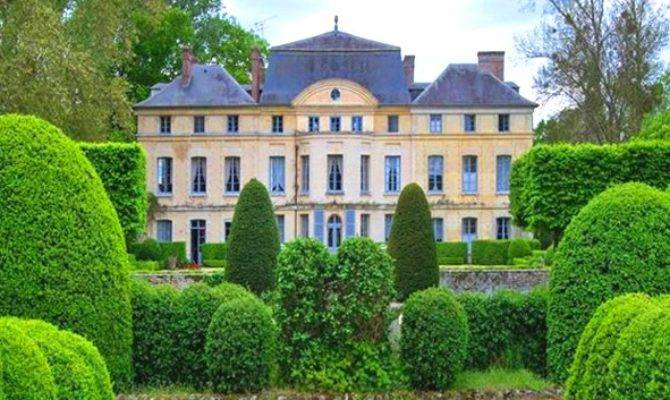 Sale Catherine Deneuve Chateau Primard