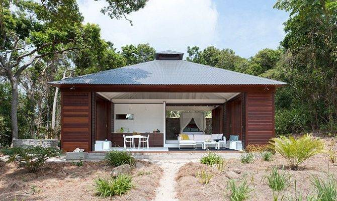 Small Tropical Style Beach House Opens World Outside