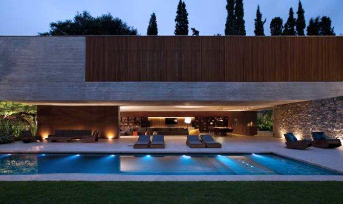 Spectacular Modern House Open Design Adjacent Pool