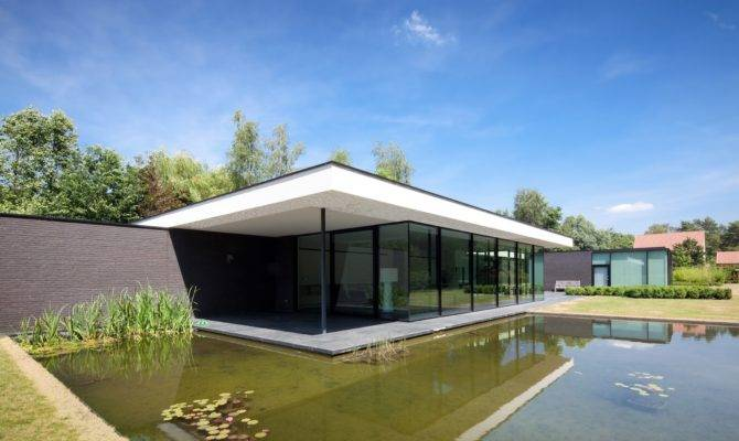 Ultra Modern Glass House Architecture Design
