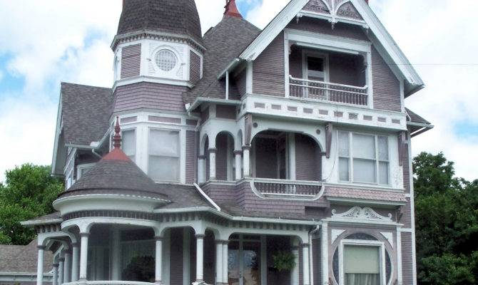 Wooden Queen Anne House Fairfield Iowa